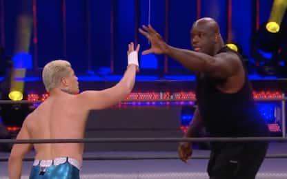Shaq debutta nel wrestling, show e colpi proibiti!