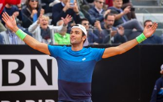 ROME, ITALY - MAY 14: Matteo Berrettini of Italy celebrates match point against Alexander Zverev of Germany in their second round match during day three of the International BNL d'Italia at Foro Italico on May 14, 2019 in Rome, Italy. (Photo by Giampiero Sposito/Getty Images)