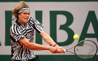 PARIS, FRANCE - MAY 28:  Alexander Zverev of Germany hits a backhand during the Men's Singles third round match against Dominic Thiem of Austria on day seven of the 2016 French Open at Roland Garros on May 28, 2016 in Paris, France.  (Photo by Clive Brunskill/Getty Images)