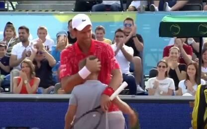 Djokovic perde un punto contro un bambino. VIDEO