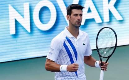 Djokovic soffre ma vola in finale: sfiderà Raonic
