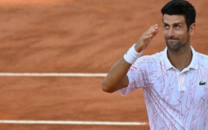 Djokovic, che gag con il giudice di sedia. VIDEO