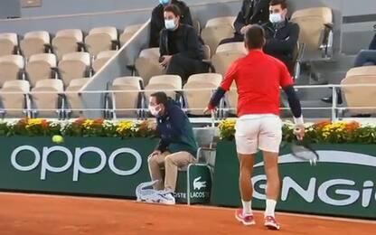 Djokovic, altra pallata (involontaria) al giudice