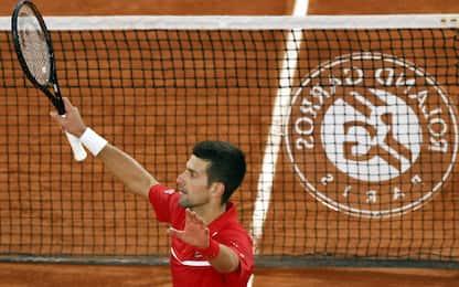 Djokovic non sbaglia: è semifinale con Tsitsipas