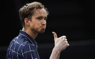 epa08797924 Daniil Medvedev of Russia reacts during his second round match against Kevin Anderson of South Africa at the Rolex Paris Masters tennis tournament in Paris, France, 04 November 2020.  EPA/YOAN VALAT