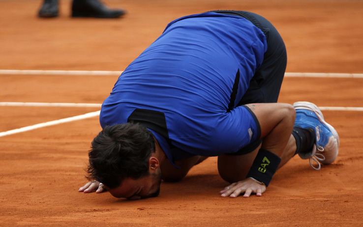 epa07520060 Fabio Fognini of Italy celebrates winning against Dusan Lajovic of Serbia in their final match at the Monte-Carlo Rolex Masters tournament in Roquebrune Cap Martin, France, 21 April 2019.  EPA/SEBASTIEN NOGIER