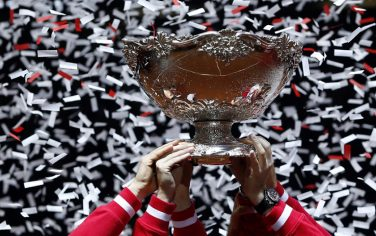 epa04501206 Swiss Davis Cup team players celebrate with the trophy after defeating France in the Davis Cup World Final at the Pierre Mauroy Stadium in Lille, France, 23 November 2014. Switzerland won 3-1.  EPA/YOAN VALAT