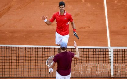 Sinner si arrende a Djokovic: out al 2° turno