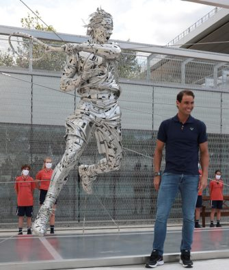 epa09231668 A handout photo made available by Gabinete de Jordi Diez shows Spanish tennis player Rafa Nadal posing for the media during the presentation of his steel statue made by Spanish artist Jordi Diez as a tribute for his trajectory in the Roland Garros tennis tournament, in Paris, France, 27 May 2021.  EPA/Xavi Pladellorens / Gabinete de Jordi Diez / HANDOUT HANDOUT TO BE USED SOLELY TO ILLUSTRATE THE NEWS DEPICTED IN THIS IMAGE / MANDATORY CREDIT / HANDOUT EDITORIAL USE ONLY/NO SALES