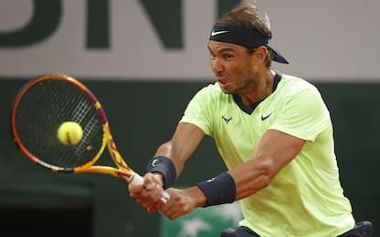 Federer lotta e vince, avanti Nadal e Djokovic