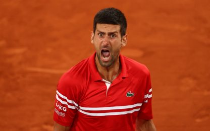 Berrettini lotta, Djokovic vince: è  in semifinale