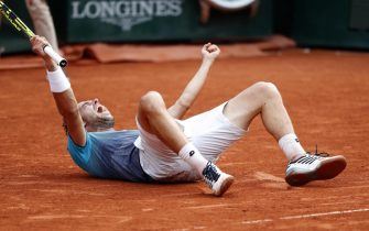 epa06787419 Marco Cecchinato of Italy reacts after winning against Novak Djokovic of Serbia during their menâs quarter final match during the French Open tennis tournament at Roland Garros in Paris, France, 05 June 2018.  EPA/GUILLAUME HORCAJUELO