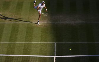 epa09329605 Matteo Berrettini of Italy in action during the men's quarter final match against Felix Auger-Aliassime of Canada at the Wimbledon Championships, in Wimbledon, Britain, 07 July 2021.  EPA/AELTC / Jonathan Nackstrand / POOL   EDITORIAL USE ONLY
