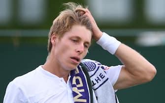 epa09323559 Ilya Ivashka of Belarus reacts during his round of 16 match against Matteo Berrettini of Italy at the Wimbledon Championships, Wimbledon, Britain 05 July 2021.  EPA/FACUNDO ARRIZABALAGA   EDITORIAL USE ONLY