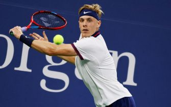 epa09448350 Denis Shapovalov of Canada in action against Lloyd Harris of the Republic of South Africa during their match on the sixth day of the US Open Tennis Championships at the USTA National Tennis Center in Flushing Meadows, New York, USA, 04 September 2021. The US Open runs from 30 August through 12 September.  EPA/PETER FOLEY