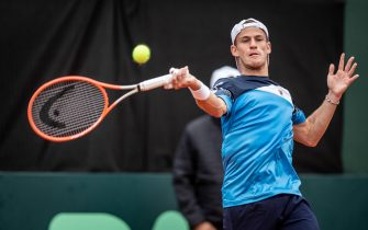 epa09477258 Argentina's Diego Schwartzman in action against Belarus' Alexander Zgirovsky, during a match for World Group I of the Davis Cup 2021, at the Lawn Tennis Club in Buenos Aires, Argentina, 19 September 2021.  EPA/Sergio Llamera