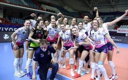Novara espugna Istanbul, Modena domina Perugia
