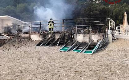 Incendi, a fuoco stabilimento balneare a Portonovo
