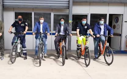 Fase 2, ditta Fano dona 6 bici per vigilanza spiagge