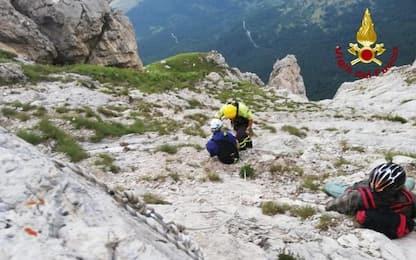 Grandinata blocca escursionisti in montagna, soccorso Vvf