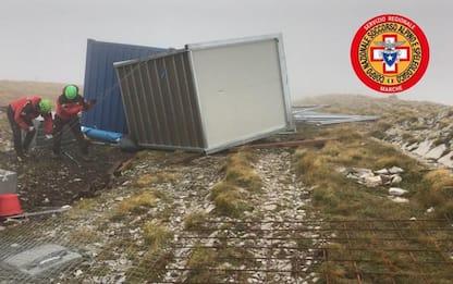 Maltempo: vento ribalta container operai cantiere Zilioli