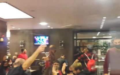 Covid, a Pesaro irruzione della polizia in un ristorante, 90 a tavola - VIDEO