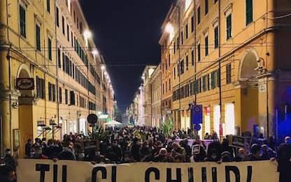 """Covid: 300 in piazza ad Ancona, """"tu chi chiudi, tu ci paghi"""""""