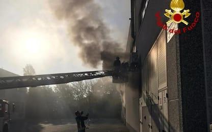 Incendio in fabbrica stampe, Vvf evitano propagazione