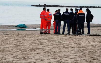 Cadavere uomo in spiaggia San Benedetto, identificata vittima