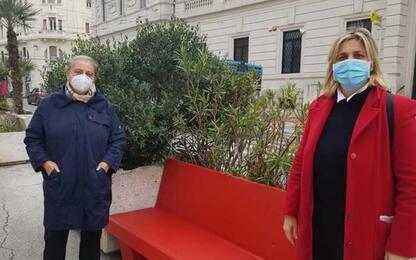 Violenza donne: Ancona, panchina rossa davanti al Comune