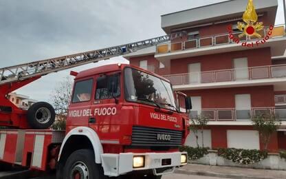 Incendio contatori, tre famiglie evacuate con autoscala Vvf