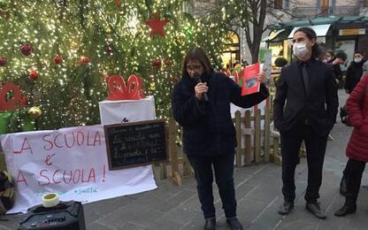 Scuola, Priorità alla scuola in piazza ad Ancona