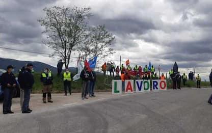 Giro: protesta lavoratori Elica lungo percorso