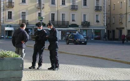 Covid: positivi sorpresi fuori casa in Vda, quattro denunce