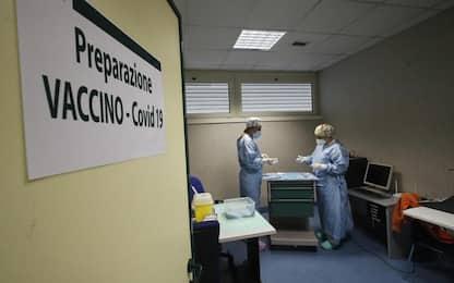 Covid, sospese prime dosi vaccino in Valle d'Aosta