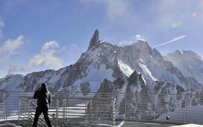 Incidenti montagna, speedrider ferito su massiccio Monte Bianco