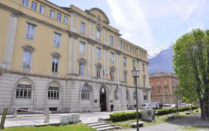Spaccia crack vicino al tribunale di Aosta, arrestato