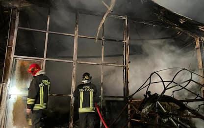 Incendio distrugge un fienile a Roisan