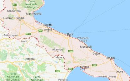 Arsenale in un box e 45 kg di droga, tre arresti a Bari