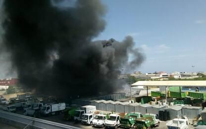 Incendio mezzi e bidoni rifiuti Barletta