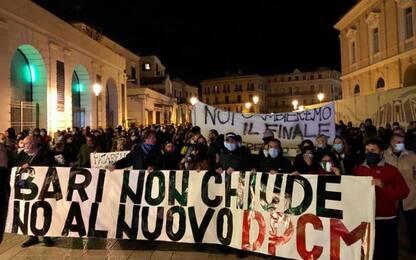 Covid: proteste a Bari contro il Dpcm, in 500 a corteo