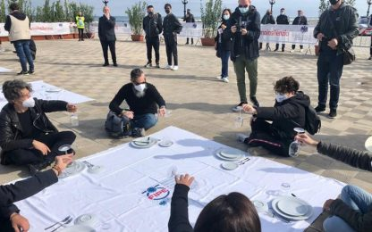 Covid: ristoratori in piazza a Bari, il settore è a terra