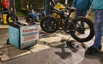 Lavoro: protesta dei riders a Bari, 'basta ricatti'