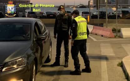 Traffico rifiuti, sequestrati a Bari 24mila kg abiti usati