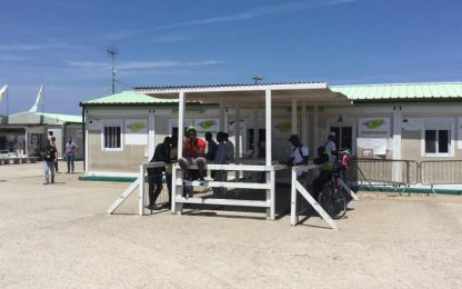 Migranti: incendio nel Cara di Bari, nessun ferito