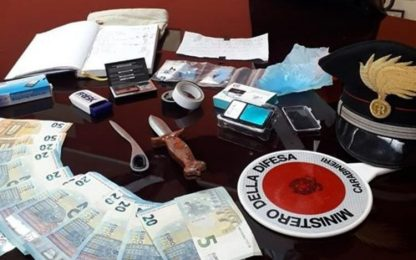 Droga: avvisi ai clienti sulla porta, coppia nei guai