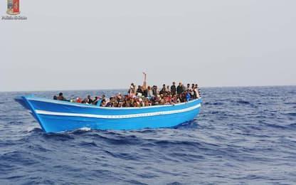 Gestivano traffico migranti, 19 fermi Ps