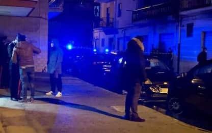 Donna uccisa a coltellate in casa, Cc sulle tracce di un uomo