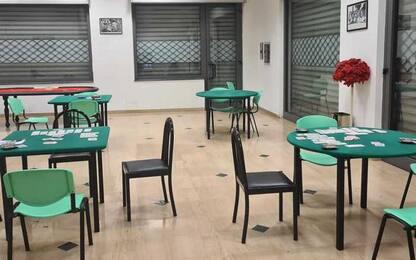 Covid: giocano a carte in 15 in circolo abusivo, sanzioni