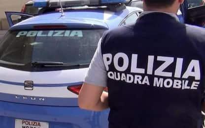 Incatena nipote 25enne e tenta di darle fuoco, arrestato